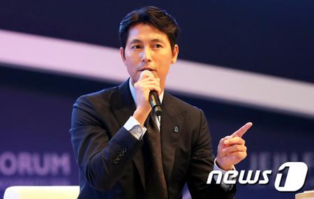 韓国俳優チョン・ウソンが、CBSラジオ「キム・ヒョンジョンのニュースショー」に出演した。(提供:news1)