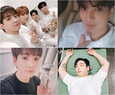 """韓国ボーイズグループ「NU'EST W」が新曲を発表してから初めて1位を獲得し、メンバー4人が""""認証ショット""""を公開した。(提供:OSEN)"""