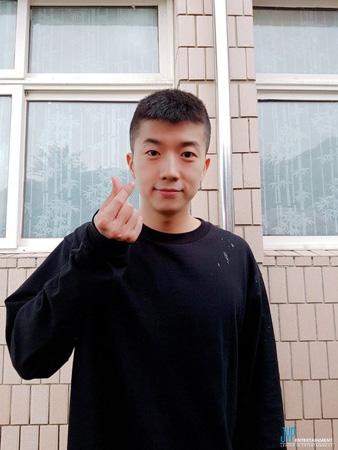 ウヨン(2PM)、今日(9日)白頭山新兵教育隊に入隊…家族やメンバーに見送られ(提供:OSEN)