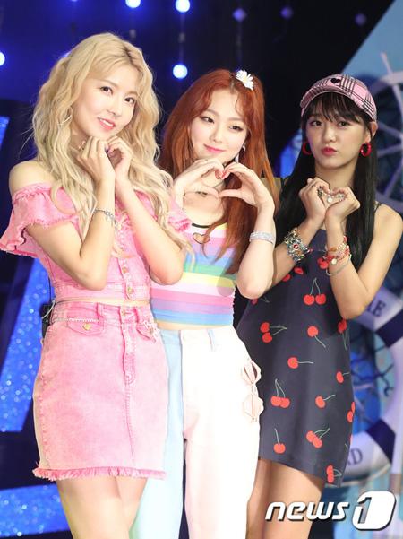 韓国ガールズグループ「gugudan」のユニット「SEMINA」(セジョン、ミナ、ナヨン)が今回のユニットのキリングポイントを「3人3色」と表現した。(提供:news1)