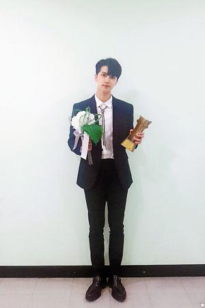 韓国ボーイズグループ「VIXX」メンバーのケンが、ミュージカル俳優として「ことしの新人賞」を受賞した。(提供:OSEN)