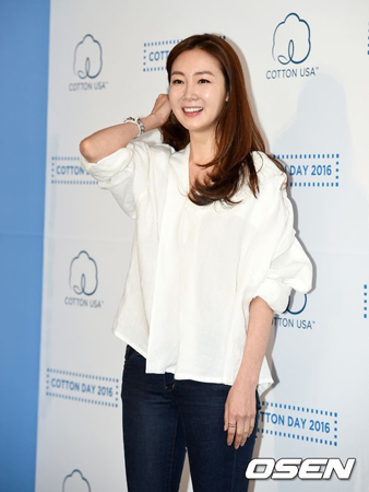 韓国女優チェ・ジウの夫の年齢や職業、過去に改名したことなどがメディアで公開された。チェ・ジウが、一般人である夫を配慮して非公開で挙式したため、夫に対する度が過ぎるほどの情報が一部のネットユーザーが眉を