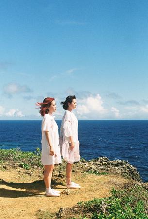 韓国の女性デュオ「赤頬思春期(BOL4)」が3度目の単独コンサート「旅行」開催を3日後に控え、「Red Diary 'Hidden Track'」を電撃披露することを明らかにした。(提供:OSEN)