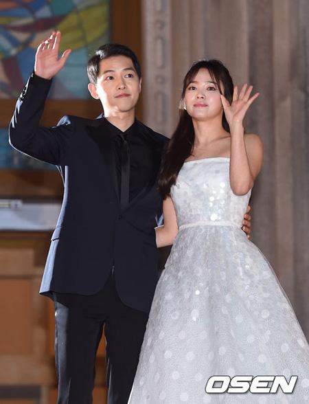俳優ソン・ジュンギ-ソン・ヘギョ夫妻、米国で目撃談=事務所側「個人的な日程」(提供:OSEN)