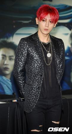 歌手チャン・ヒョンスン、24日陸軍に現役入隊…時間・場所は非公開(提供:OSEN)