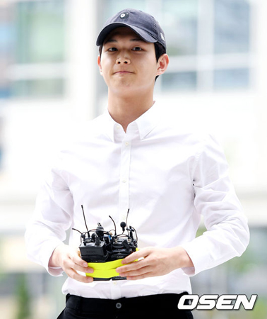 女優に対して強制わいせつ及び脅迫容疑の韓国俳優イ・ソウォン(21)が、初公判で心身微弱を主張した中、イ・ソウォンが大衆の冷たい反応まで取り戻せるのか注目されている。(提供:OSEN)