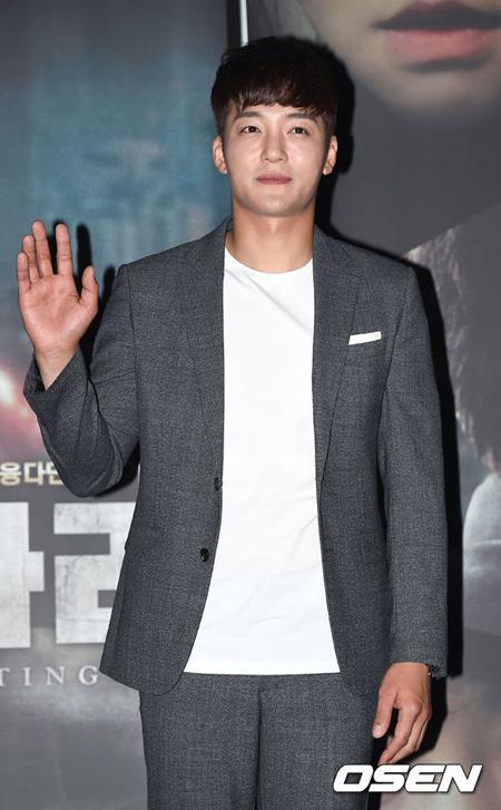 俳優キム・ジヌ、一般女性と交際中 「温かく見守ってほしい」