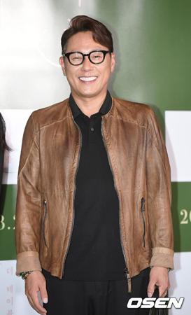 韓国歌手ユン・ジョンシンが、バンド「THE KOXX」メンバーのSHAUNのアルバム買占め騒動について語った。(提供:OSEN)