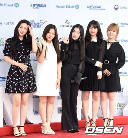 韓国ガールズグループ「Red Velvet」が、さわやかなサマーソングで歌謡界に乗り込む準備を終え、「週刊アイドル」を始めとする相次ぐバラエティ番組への出演で幅広い活躍を予告した。(提供:OSEN)