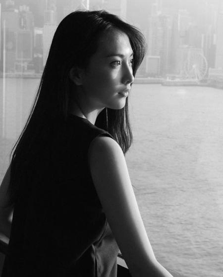 韓国ガールズグループ「KARA」出身の知英(ジヨン)がデビュー10周年の心境を伝えた。(提供:OSEN)