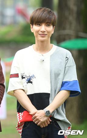 韓国ボーイズグループ「SUPER JUNIOR」メンバーのイトゥクが、急性胆のう炎で手術した後、安静にしているという。(提供:OSEN)