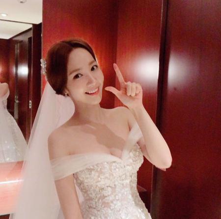 俳優パク・ソジュンと熱愛説のパク・ミニョン、SNSでウェディングドレス公開し話題(提供:OSEN)