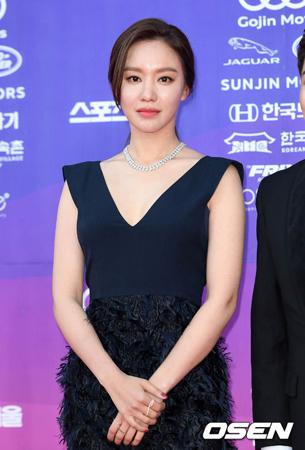 韓国女優キム・アジュンが信号無視で接触事故を起こしたとされるなか、所属事務所側は「確認中」という立場だ。(提供:OSEN)