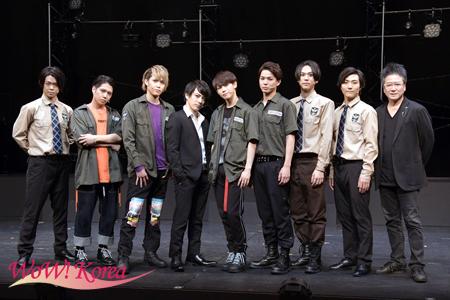 左から今井稜、SHUN、碕理人、米原幸佑、カラム、加藤良輔、三浦海里、矢内康洋、錦織一清