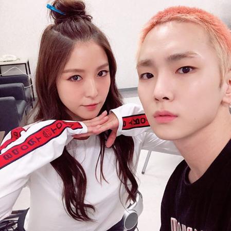韓国歌手BoAと、ボーイズグループ「SHINee」メンバーのキーが、相変わらずの友情を見せた。(提供:OSEN)