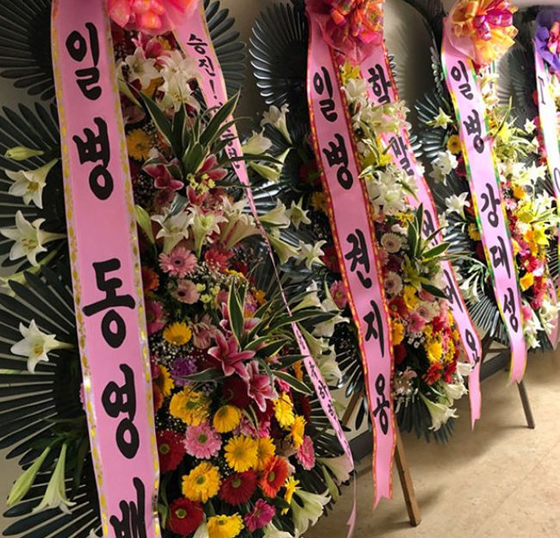 YGヤン・ヒョンソク代表、V.I(BIGBANG)のソロコンサートを祝福=軍服務中メンバーからの花輪も公開(提供:OSEN)