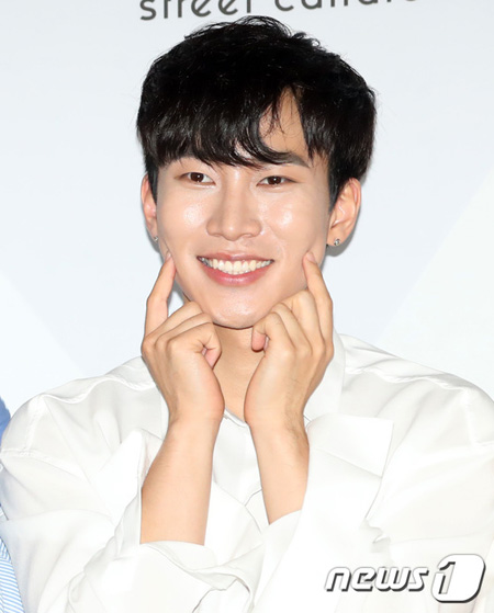 入隊控えた「BTOB」ソ・ウングァン「残り2週間、後悔なく活動…大きな愛を感じる」(提供:news1)