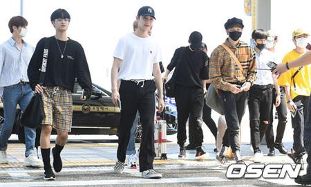「Wanna One」はバーバリーブーム? メンバー中3人がバーバリーに身を包みLAに向けて出国(画像:OSEN)