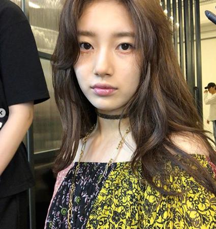 韓国歌手兼女優のスジ(元Miss A)が、写真撮影の現場から近況を伝えた。(提供:OSEN)