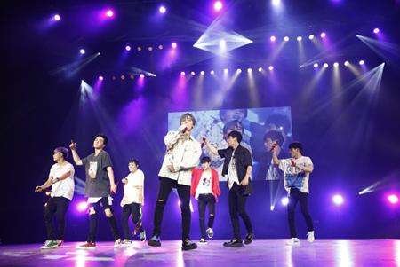 「iKON」、3年ぶりとなるファンミーティングを舞浜アンフィシアターで開催! (オフィシャル)