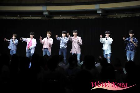 「TARGET」左からジアイ、ウジン、ロイ、スルチャン、ゼス、ヒョン、バウン