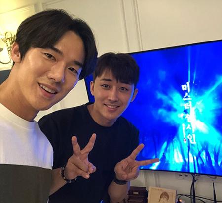 韓国俳優ユ・ヨンソクが、親友で俳優のソン・ホジュンのためにかき氷のケータリングカーを贈った。(提供:OSEN)