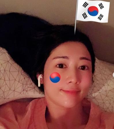 """日本人タレントのサユリ、""""光復節・太極旗""""写真を削除…一部の非難コメントを意識か(提供:OSEN)"""