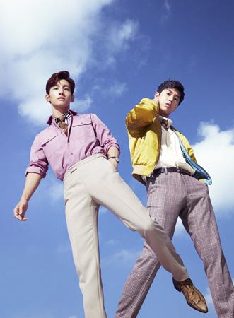 「東方神起」、ニューアルバム「TOMORROW」の新ビジュアル公開が早くも話題に! (オフィシャル)