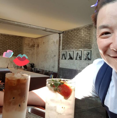 芸人ユン・ジョンス、カフェで一般女性を盗撮? SNS写真を指摘され謝罪・削除(提供:OSEN)