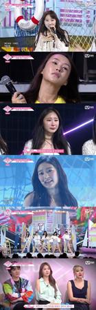 韓国Mnet「PRODUCE 48」に出演のイ・チェヨンがプレッシャーで涙を見せたが、完成度の高いパフォーマンスを見せた。(提供:OSEN)