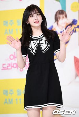 チョン・ソミ(17)が、JYPエンターテインメントとの専属契約を解除したと伝えられる中、彼女の波乱万丈なデビュー史が改めて注目されている。(提供:OSEN)