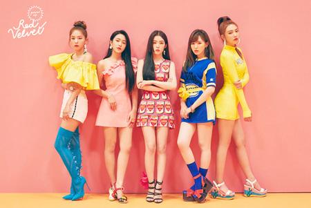 韓国ガールズグループ「Red Velvet」が新曲「Power Up」で2週連続gaonチャート1位を獲得した。(提供:news1)