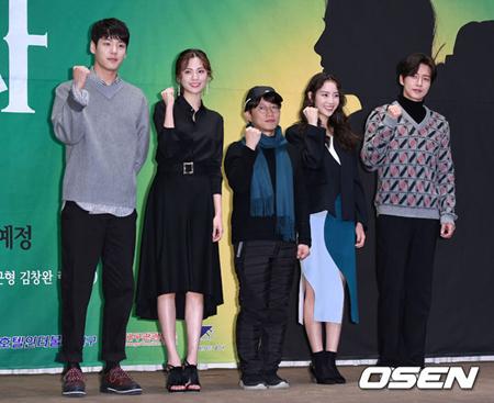 韓国ドラマ「四子」がまた危機に直面した。今回は女性主人公のナナ(AFTERSCHOOL)が降板意志を明らかにしたのだ。(提供:OSEN)
