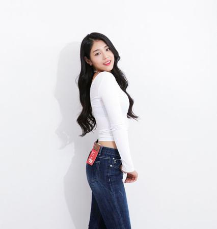 """""""60kgアイドル""""ジソン(少女注意報)、ジーンズモデルに抜てき(提供:OSEN)"""