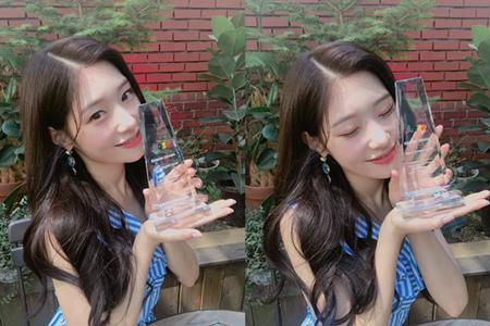 韓国ガールズグループ「DIA」メンバーのチェヨンが、今月18日に開催された「第4回Seoul Webfest映画祭2018」で、ライジングスター賞を受賞した。(提供:OSEN)