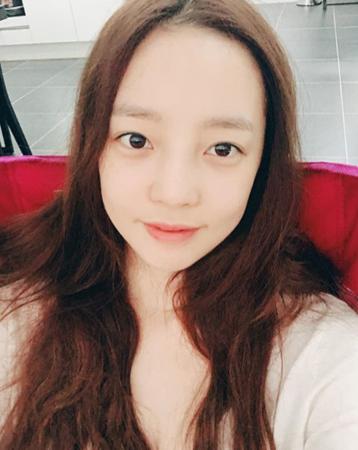 韓国歌手ク・ハラ(KARA)が、すっぴん写真を公開して話題を呼んでいる。(提供:OSEN)