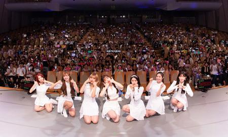 「OH MY GIRL BANHANA」、日本デビューショーケース大盛況! ジホが流ちょうな日本語でイベントを進行(オフィシャル)