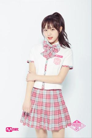 韓国Mnet「PRODUCE 48」からガールズグループ「IZONE」でデビューすることになったチェ・イェナを、実兄で俳優のチェ・ソンミンが全面的に応援した。(提供:OSEN)