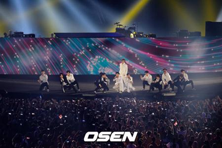 """""""韓流キング""""の「SUPER JUNIOR」、2018アジア大会・閉幕式のステージで観客を魅了"""