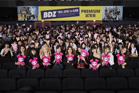 「TWICE」、12日発売JAPAN 1st アルバム「BDZ」のプレミアム試写会開催! (オフィシャル)