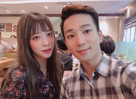 韓国ボーイズグループ「MBLAQ」G.O(30)が、女優チェ・イェスル(24)との交際400日を記念写真で祝った。(提供:OSEN)