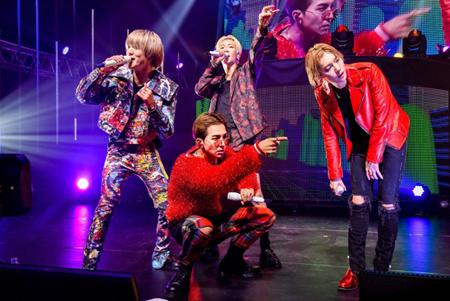 「WINNER」、自身最多公演数となる日本ツアー開幕! 日本デビュー4周年をサプライズケーキで祝福(オフィシャル)