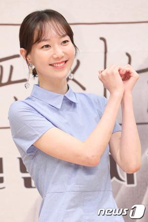 【公式】女優イ・ユヨン、映画撮影中に肋骨負傷…事務所「軽傷で撮影に支障なし」