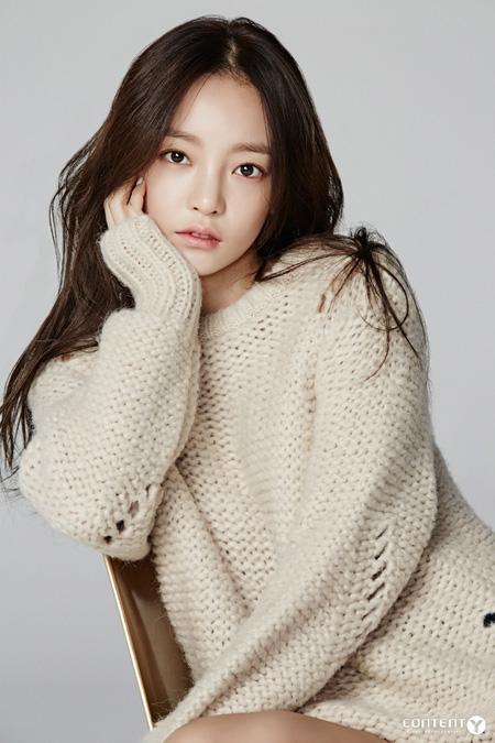 韓国ガールズグループ「KARA」ク・ハラ(27)が恋人を暴行した疑いを受けている中、所属事務所が状況を把握中だ。(提供:news1)