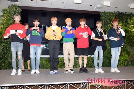 「MONSTA X」左からヒョンウォン、キヒョン、ミニョク、ジュホン、ウォノ、アイエム、ショヌ