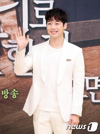 韓国俳優キム・ジェウォンが、OCNの新ドラマ「神のクイズ:リブート」に出演することになった。(提供:news1)