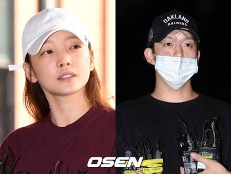 韓国歌手ク・ハラ(KARA)が5時間以上の取り調べを終え、出頭時とは違って静かに自宅に向かった。(提供:OSEN)