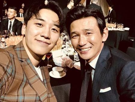 """V.I(BIGBANG)、俳優ファン・ジョンミンとの2ショット公開し""""幅広い人脈""""が話題(提供:news1)"""