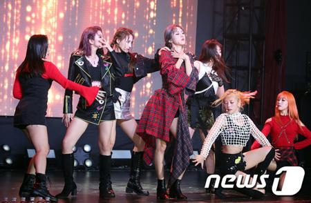 韓国ガールズグループ「DREAMCATCHER」が新曲「What」でチャートに入るのが目標だと語った。(提供:news1)