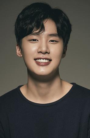 【公式】人気ウェブドラマ「A-TEEN」の新人俳優キム・ドンヒ、JYPと専属契約…元々は同社練習生(提供:OSEN)